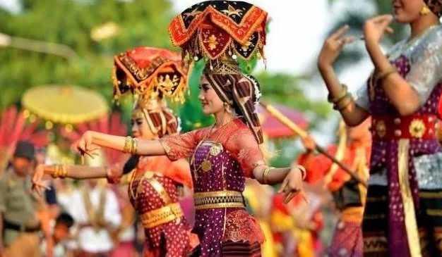 budaya adat